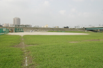 日の出町緑地(野球場/球技場)